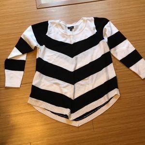 Plus size black & white striped sweater size 2x.